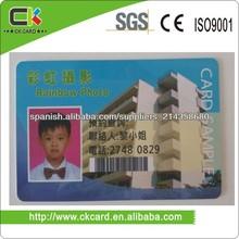 tarjeta de identificación de los empleados con diferentes fotos