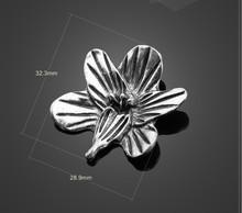 Wholesale zinc alloy metal jewelry accessories chain Tibetan silver electroplating plants flower pendant