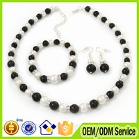 2015 Latest simple design pearl necklace set white and black pearl necklace with crystal #B023