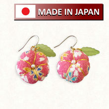 traditional japanese fashion earrings and other hair accessories