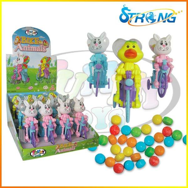 حيوانات عيد الفصح حتى الدراجة الهوائية لعبة من البلاستيك حلوى