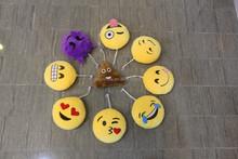 Emoji suction cup