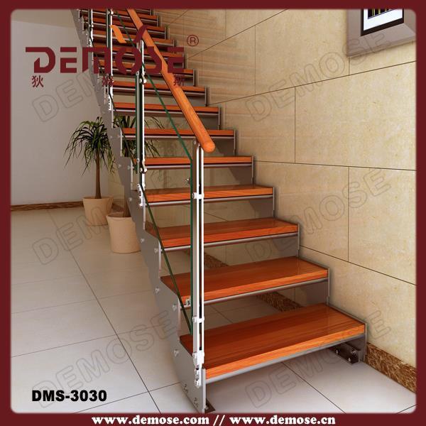 Su00f3tu00e3o escada de madeira su00f3lida para decorau00e7u00e3o de interiores ...