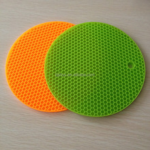 China supplier Anti skid kitchen silicone backing mat for table /pan