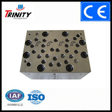 one head with two strands, double output extrusion tooling for production of window