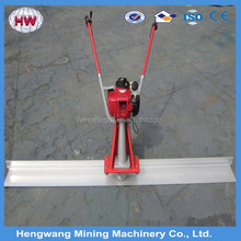 vibrating surface finish screed for road construction
