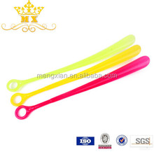 2015 plastic products plastic long shoe horn sale