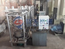 A kind of the olive fruit oil squeezed into oil machine / Olive oil press machine