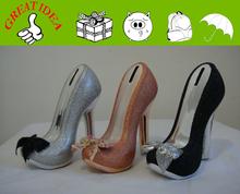 ceramica signora scarpa tacco alto moneta di banca