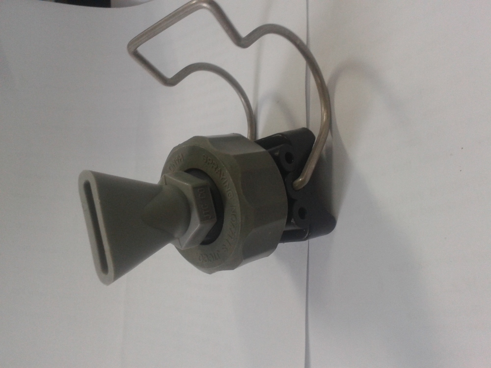 Plastic clamp wind nozzles for air blasting view jet