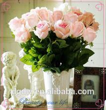 la simulación de alta de plástico rojo flor color de rosa para los amantes de la
