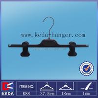 shining black plastic bottom hanger moveable clips