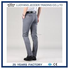 Pantalones rectos delgados en hombres de para adualts