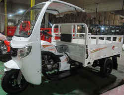 New design cargo tricycle with cab