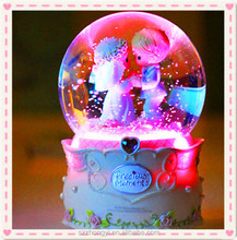 2014 China Supplier hot new products resin snow globe ,wholesale snow globe