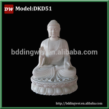 Estatua de Buddha en mármol blanco