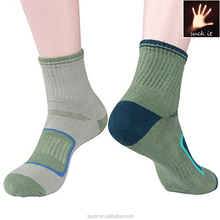 2015 custom professional hiking socks breathable moisture wicking socks for Outdoor sports