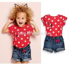 Nombre de marca adecuada 2-7 años de la edad de las niñas de color rojo con punto de impresión de ropa para niños juegos