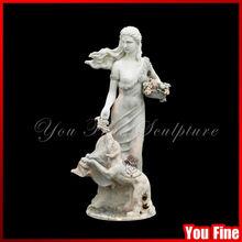 hermosa mujer de talla de piedra estatua