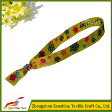 Manufacture Experience adjustable polyester fabric wristband for gifts