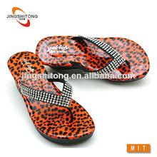 2014 de moda señoras nuevo diseño de tacón de cuña zapatos de leopardo