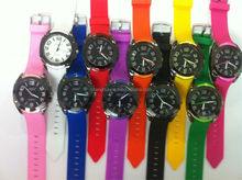 promotion gift watch low price and low moq custom logo watch free sample