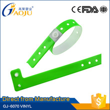 Guarantee of in time delivery available more colors pvc reflective slap band/ wristband