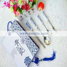 A0543 4pcs/set Ceramics Blue And White Porcelain Chopsticks Spoon Fork Set Wedding Server Sets