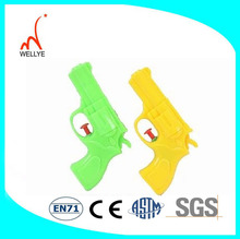 mini tamaño de agua de plástico pistola pistolas de agua para los adultos gka659061
