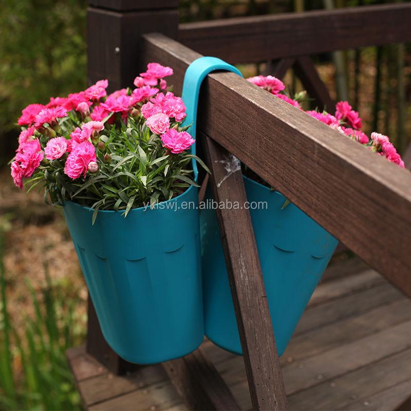 Цветочные горшки , лопаты для уборки снега , полива& на откр.