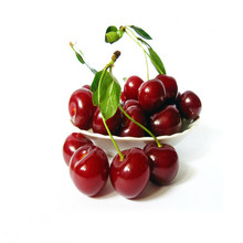 2015 Low price red cherries sweet cherry