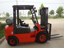 6 ton Dual Fuel LPG lift truck with side shift, lift height 4 meters.