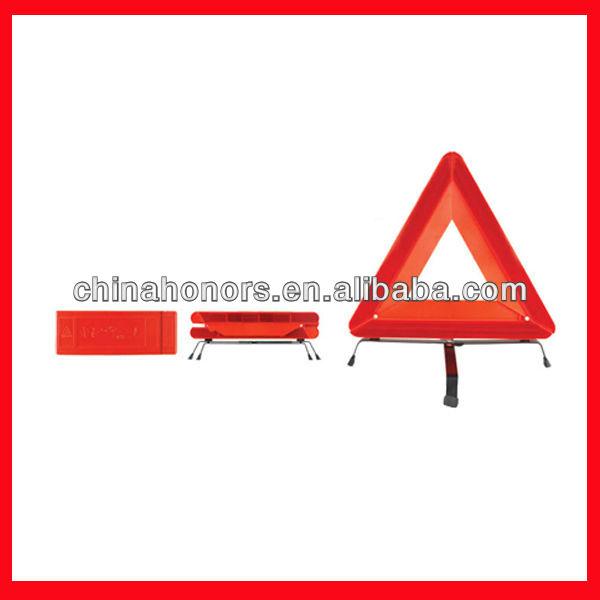 تحذير السلامة المثلث الأحمر مع إشارات المرور العاكسة
