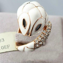 Elegant small white enamel rhinestone snake design ring,male ring designs