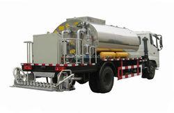 New asphalt sprayer use bitumen on road