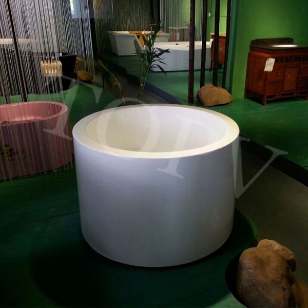 Small deep freestanding round bathtub mt 2867 buy for Small deep soaking tub