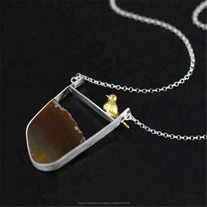 La manera de plata del pájaro y del lago ágata chunky collar