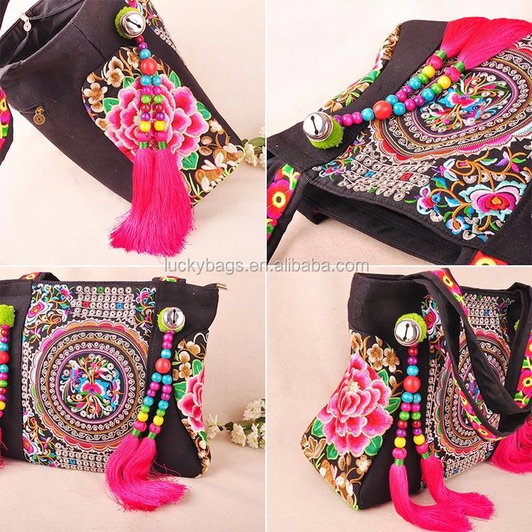 Вышивка на сумке в моде или нет