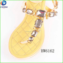 Renqing factory gold metal with acrylic T chain for sandal