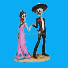Beautiful Resin skull figurine a couple holding hand for halloween