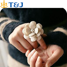 >>>2015 Fashion Adjustable Elastic Lovely Cream Big Camellia Ring For Women