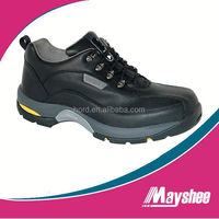 sporty men hiking safety shoe in stock
