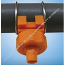 Adjustable clamp nozzle withe flat fan spray tip