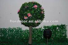 Led verde de plástico de simulación de las hojas del árbol de bola con flores y de la resina del tronco jardín decorativo luz solar ( SLO8290 )