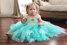Últimas chicas cabritos del vestido azul vestido de crochet para el verano de la navidad del bebé
