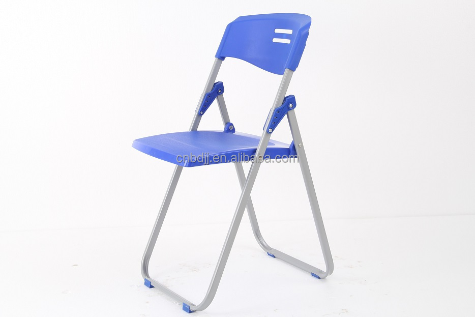 Cheap Replica Hot Sold Plastic Folding Chair Modern Resin Folding Chair With