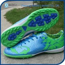 2015 NUEVO, los zapatos de fútbol con clavos rotos con el patrón de halcón de los niños