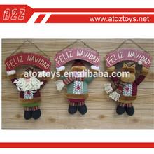 la decoración de navidad colgando de la puerta conjunto