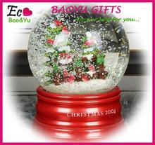 Resin Christmas Snow Globe/Water Globe/Snow Ball for Christmas Decoration