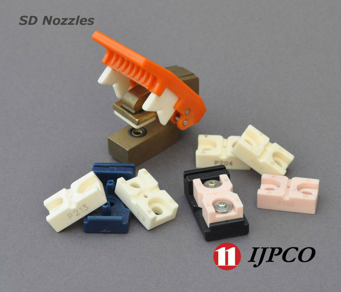Sd nozzle for air jet interlacing and covering filaments